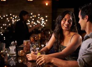 Алкоголь не влияет на восприятие мужчинами женской красоты