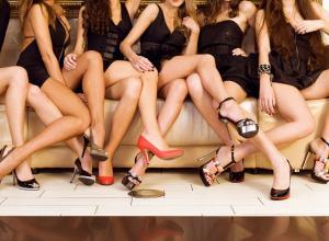 О чем «говорят» позы ног, которые принимает женщина?