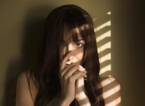 Женщину подвергли групповому изнасилованию за «любовь» с женатым