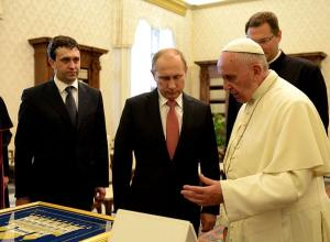 Франциск отказался от «папамобиля» и бронежилета: «Я не боюсь за себя»