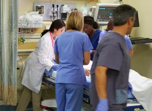 Женщину изнасиловали в больнице сразу после родов