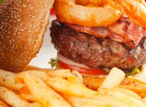 В Швейцарии начнут продавать гамбургеры из червей