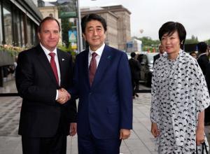 Премьер-министр Японии посетил Швецию