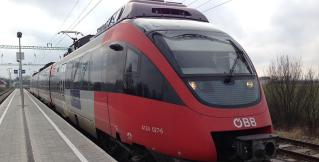 На железнодорожном вокзале в Вене столкнулись два поезда
