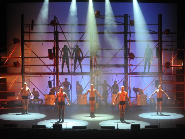 Фейерверк красок - «Байла Бразиль», скоро в Израиле