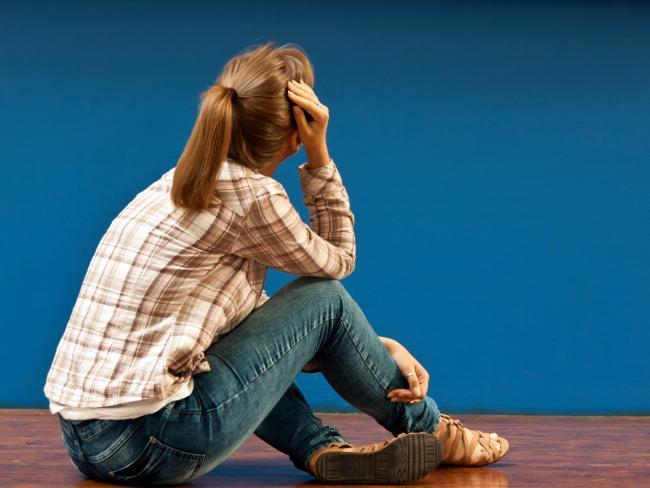 Жизненная дилемма: сказать ли подруге об измене ее мужа и сказать ли мужу об измене подруги?