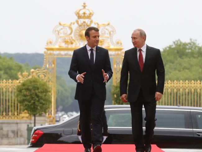 Reuters: российские спецслужбы шпионили за предвыборной кампанией Макрона с помощью Facebook