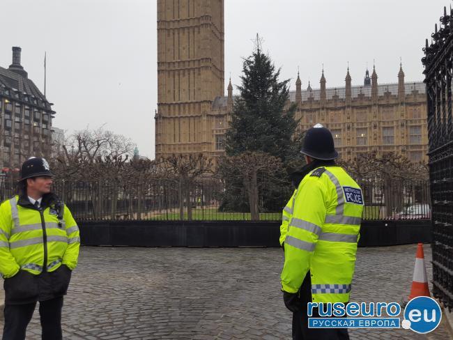 Попытка теракта в Лондоне: мужчина напал на полицейского с криком «Аллах Акбар»