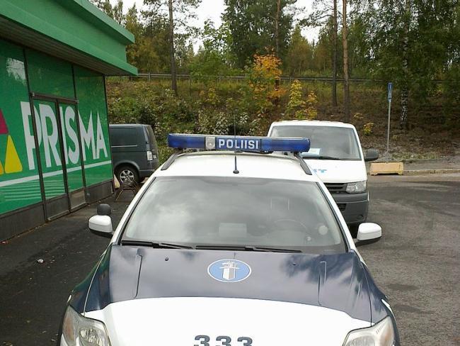 В центре Хельсинки автомобиль въехал в толпу, один человек погиб