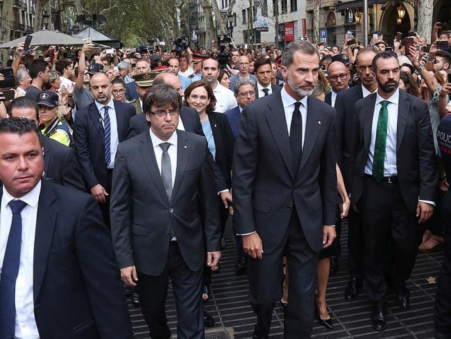 В марше против террора в Барселоне приняли участие король Испании и премьер-министр